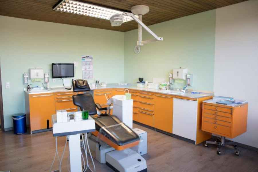 Behandlungsraum 1 der Zahnarztpraxis Sabine Beile